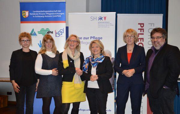 Von links: Dr. Andrea Kimmel (Medizinischer Dienst), Patricia Drube (LAGPSH), Dr. Hildegard Entzian (Sozialministerium), Anke Homann (Forum Pflegegesellschaft), , Elisabeth Beikirch (Ein-Step-Büro), Prof. Dr. Andreas Büscher (Hochschule Osnabrück)