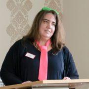 Inga König, Leiterin AWO Servicehaus Suchsdorf, begrüßt die Gäste auf der Jubiläumsfeier