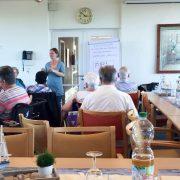 Rede und Antwort stehen, Perspektiven entwickeln: Infotag für Geflüchtete im AWO Servicehaus Boksberg. Auch das ist FAIRWORK bei der AWO Pflege.